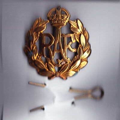 RAF Cap Badge World War II - complete with pin - good condition
