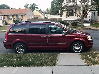 2010 Chrysler Town & Country Limited 2010 Chrysler Town & Country Limited 4.0L LOW MILEAGE, Leather, Navi, LOADED!!!