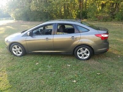 2014 Ford Focus  2014 ford focus se  (PRICE REDUCED)