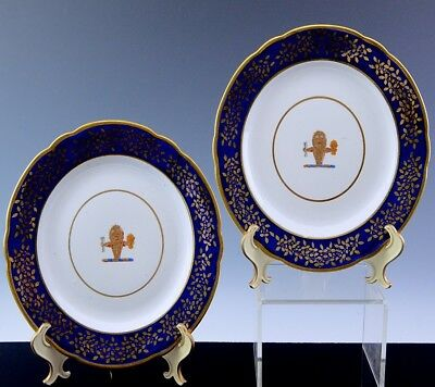 RARE PAIRc1800 EARLY SPODE PORCELAIN LION FIGURAL ARMORIAL DINNER SERVICE PLATES