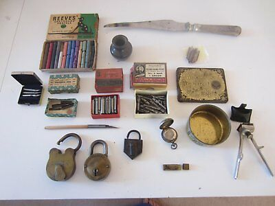 Assortment of Vintage collectables