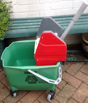Rubbermaid Industrial Mop Wringer And Bucket.  25 Litres/5 Gallons.