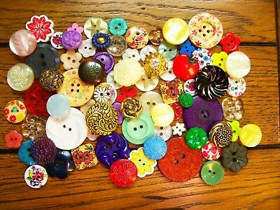 A lot of 80 vintage/modern flower buttons for crafting/jewellery etc