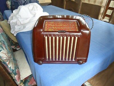 Kriesler 1950s  Bakelite  radio in working order ( can post)