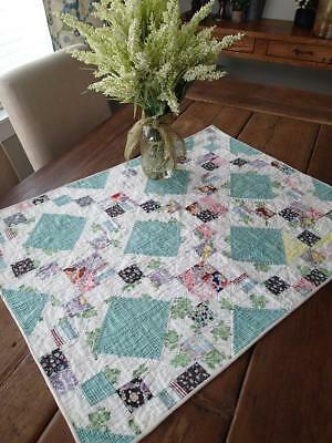 Vintage Pretty Cottage Home! Green Crib Table Quilt 31x23 Great Display