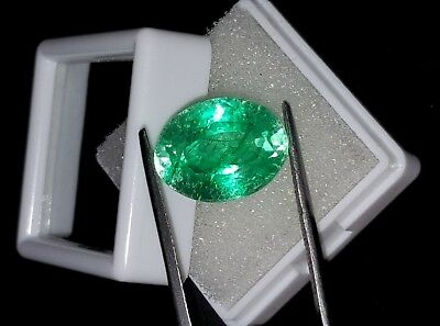 Natural Oval Shape 8.82 Ct Certified Colombian Emerald Gemstone