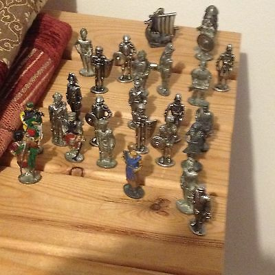 24 Metal toy soldiers various 40mm