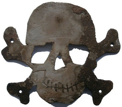 SKULL & BONEs Cocarde BADGE from HAT Helmet WW1 wwI or WW2 wwII Soldiers TRENCH