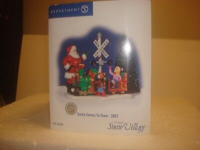 DEPT 56 Snow Village - Santa Comes To Town - 2007 - Limited Production - NIB