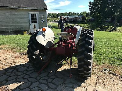 harry furguson tractor looks like a ford with 3 point hitch