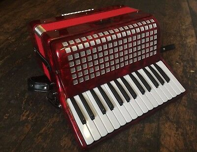 Winchester 24 Bass Accordion With Hard Case RRP 349.99