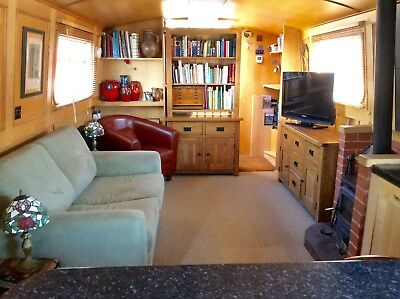 Widebeam narrowboat