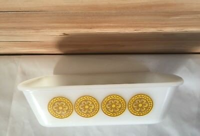 Glasbake J522 White Glass 1 1/2 Quart Pan Golden yellow Design on Both Sides