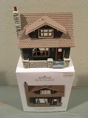 Hallmark 2011 Keepsake Arts And Crafts Bungalow 2 Story House With Gift Box