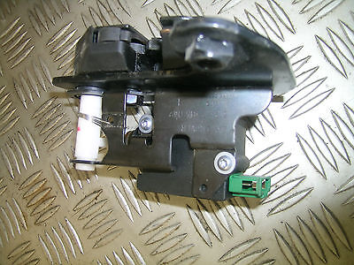 LR3 Discovery 3 Land Rover lower tailgate left door lock actuator tail gate