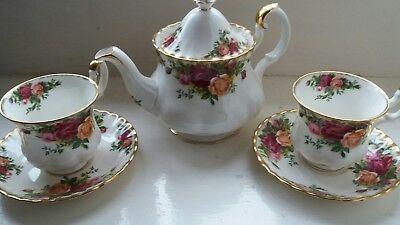 Royal Albert Old Country Roses Teapot. Cups. Saucers. Bone China.