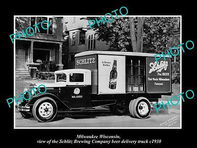 OLD LARGE HISTORIC PHOTO OF MILWAUKEE WISCONSIN, THE SCHLITZ BEER TRUCK c1930
