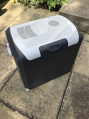 Halfords Outdoor Home Travel Camping Storage Store Electric Coolbox 24 Litre