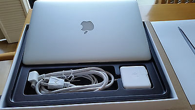 Early 2015 MACBOOK AIR 13'' 1.6GHZ I5 4GB RAM / 256GB / Low Cycles/Applecare