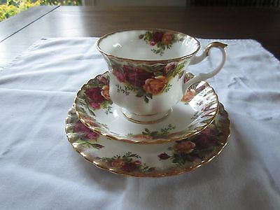 Vintage Royal Albert China OLD COUNTRY ROSES Cup, Saucer and Plate