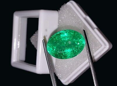 Elegant Oval Shape 9.27 Ct Natural Certified Colombian Emerald