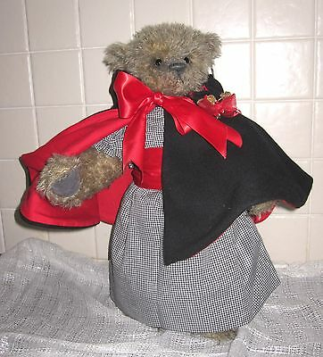 Christmas Carol Bear – Old Time Teddies by Kate Berlin 2004