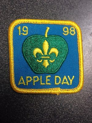 Scouts Canada Apple Day 1998 Unused Badge