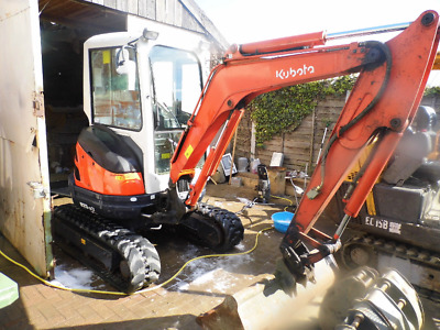 Kubota Mini Digger U25-3 excavator with 4 buckets