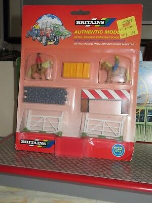 BRITAINS AUTHENTIC MODEL SHOW JUMPING No. 7184 SCALE 1:32