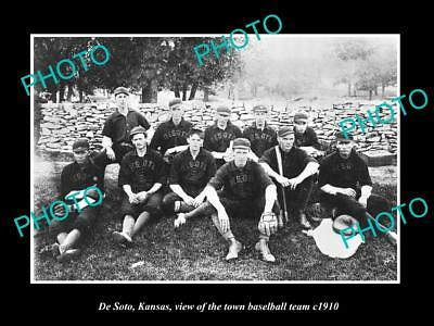 OLD LARGE HISTORIC PHOTO OF DE SOTO KANSAS, THE TOWN BASEBALL TEAM c1910