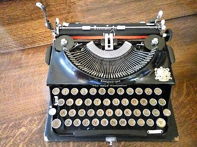 Stunning Vintage Imperial Good Companion Portable Typewriter + case and keys