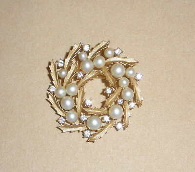 Crown Trifari Holly Leaf Christmas Wreath Pin w/ Pearl & Rhinestone Accents
