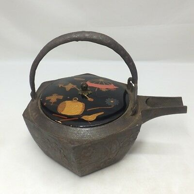 B015: Real old Japanese iron kettle for SAKE called CHOSHI with very good work
