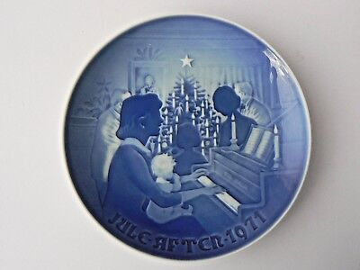 "Highly Collectable Bing & Grondahl Christmas Plate - 1971 ""Christmas at Home"""
