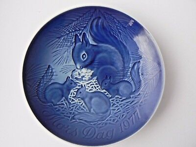 Highly Collectable Bing & Grondahl Mothers Day Plate - 1977 Squirrel with Babies