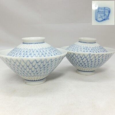 B073: Japanese old IMARI porcelain ware pair of covered bowl with mesh pattern