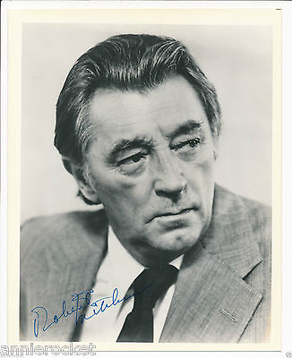 "HAND SIGNED-Robert Mitchum  8"" X 10"" Black & White Candid Publicity Photo-#624"