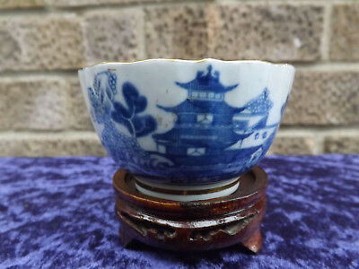Antique Late 18th Early 19th Century Pagoda Pattern Porcelain Tea Bowl