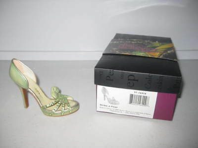 Just the Right Shoe by Raine Strike A Pose 57.26036 Complete COA Department 56