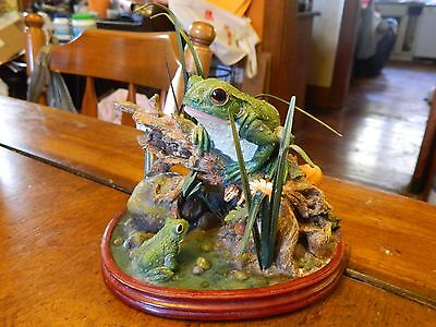 Frog on tree in swamp pond baby & mom figurine statue resin & metal life like