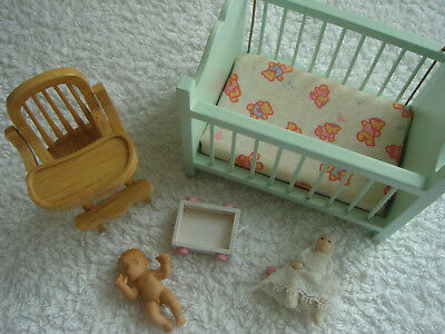 1/12 th SCALE DOLLS HOUSE MINIATURES , SELECTION OF BABY NURSERY ITEMS & BABIES