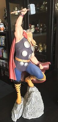 Sideshow Collectibles Thor Premium Format statue exclusive