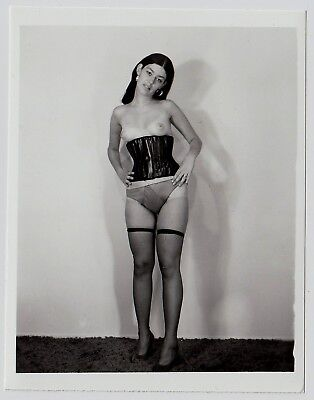 Fetisch KORSETT PETITE TOPLESS WOMAN LINGERIE CORSET Fetish * Vintage 60s Photo
