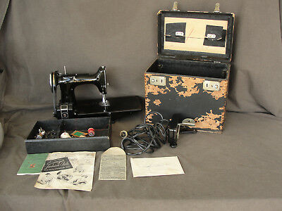 Vintage Singer Model 221-1 Featherweight Sewing Machine with Case