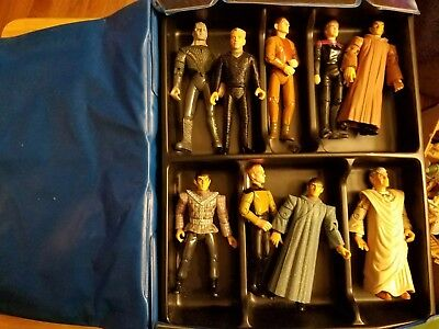 18 Vintage star trek action figures with case see pictures.