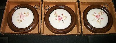 """VTG NOS? HOMCO Lot of 3 Wall Plaques Round Ceramic Pink Roses Wood Frame USA 5"""""""