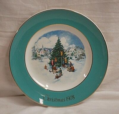 Old Vintage 1978 AVON Christmas Plate Trimming The Tree Enoch Wedgwood England