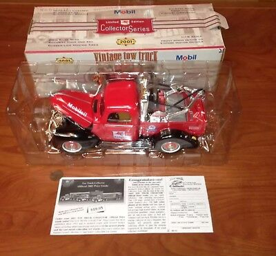 2001 Limited Edition Collectors Series Vintage Tow Truck Mobile