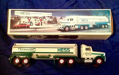 1990 HESS Gasoline Toy Tanker Truck w/ Sounds Lights Box Swivel Cab 1:34 Scale