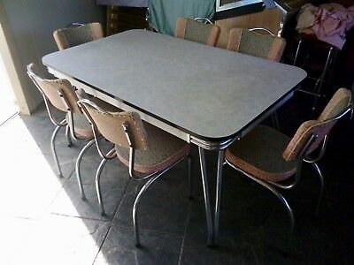 1950's RETRO KITCHEN SETTING  * PRICED REDUCED TO SELL *